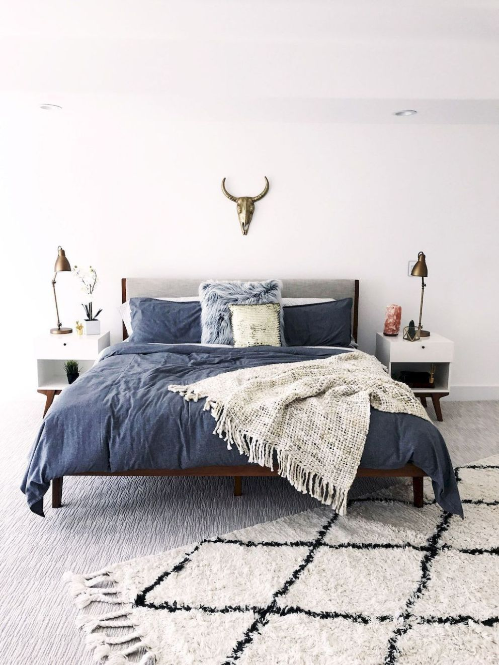 25 Elegant Mid Century Modern Bedroom (Heaven-Like Rooms) - 23