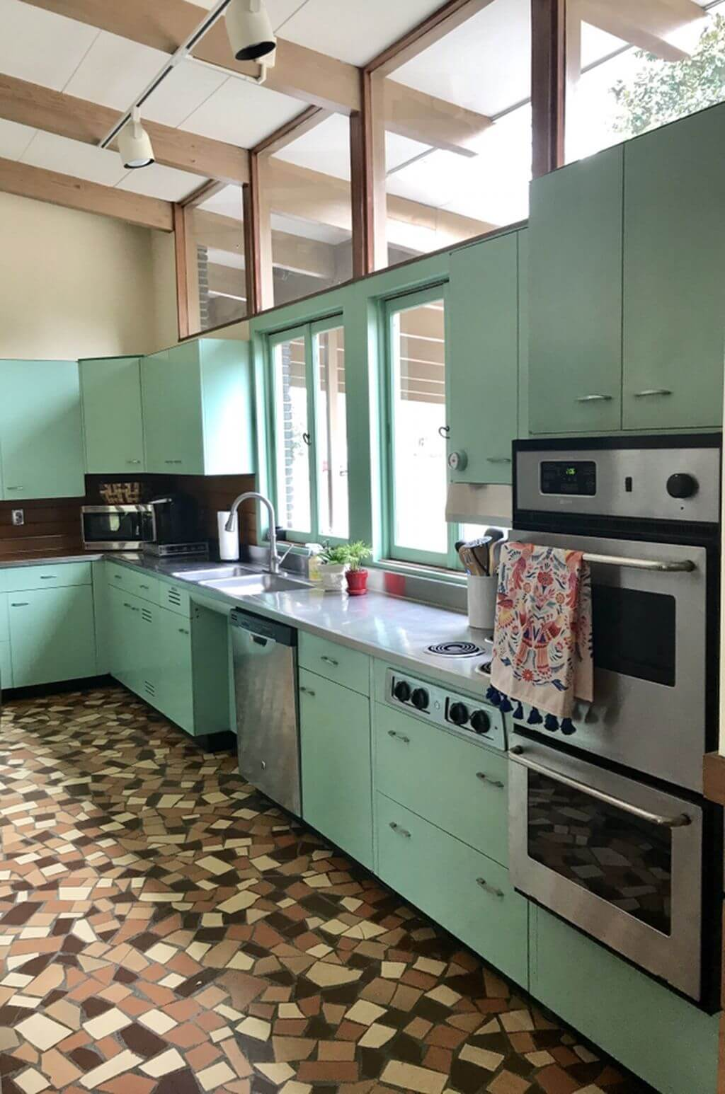 25 Mid Century Modern Kitchen Ideas To Beautify Your Cooking Area - 2D1462Ef824502Aa3Ebdf0Cf8776Bff6