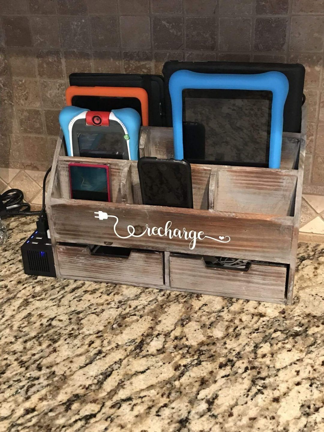 11 Diy Charging Station That Are Easy To Make - 4Fed654764626010F445Adecf88862E6
