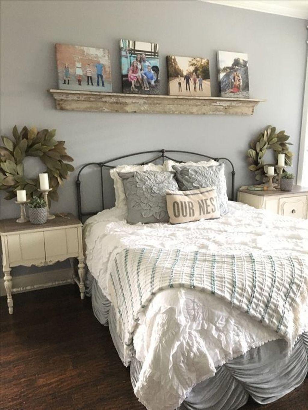 25 Inviting And Cozy Farmhouse Bedroom (The Visual Treats) - A11