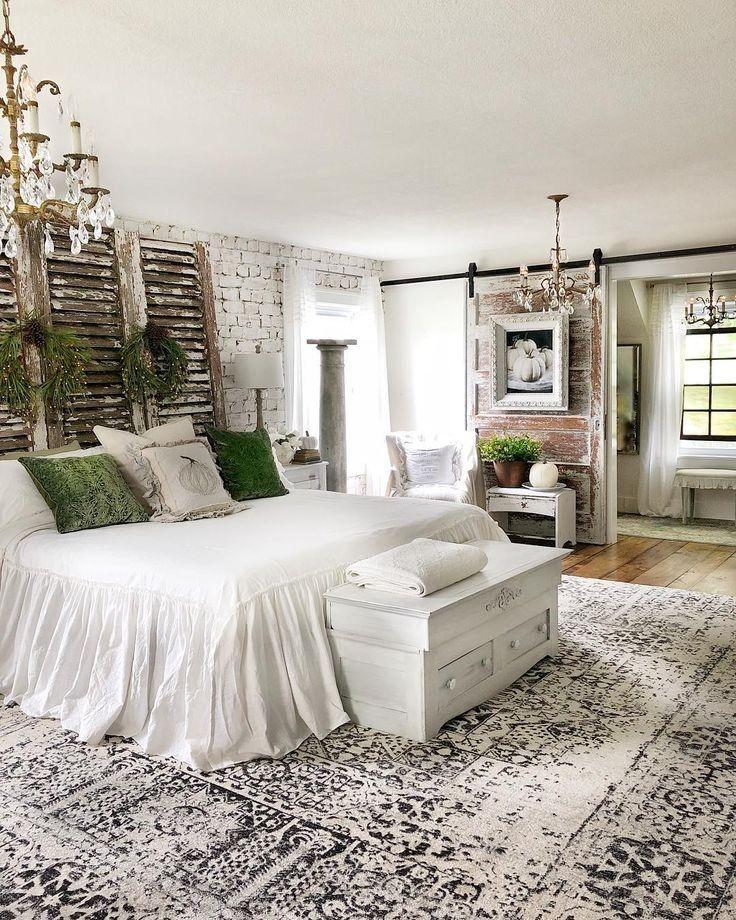 25 Inviting And Cozy Farmhouse Bedroom (The Visual Treats) - A14