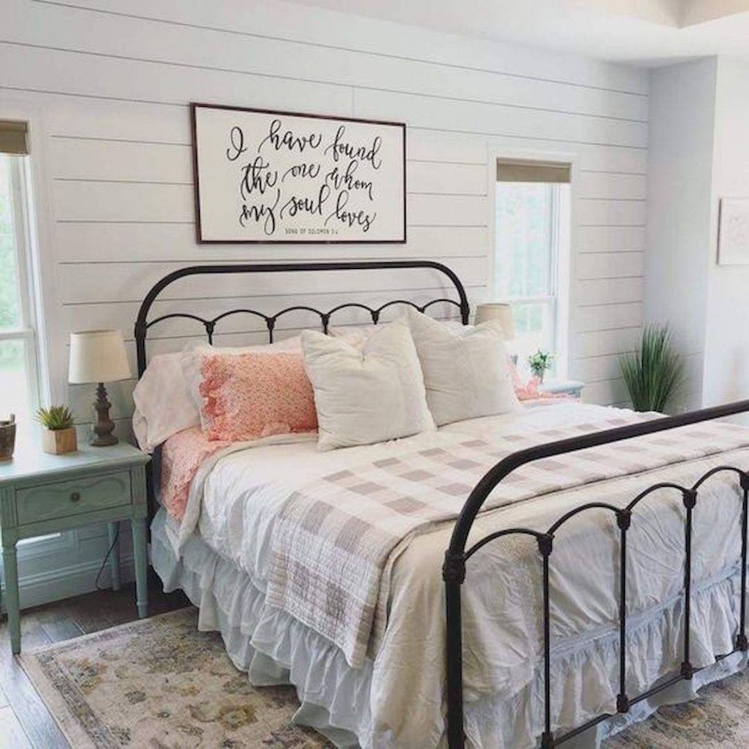 25 Inviting And Cozy Farmhouse Bedroom (The Visual Treats) - A15
