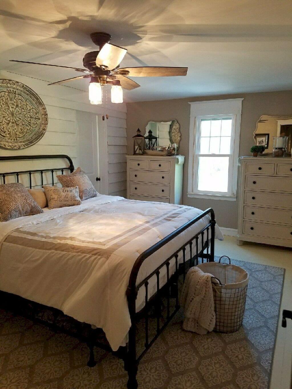 25 Inviting And Cozy Farmhouse Bedroom (The Visual Treats) - A16