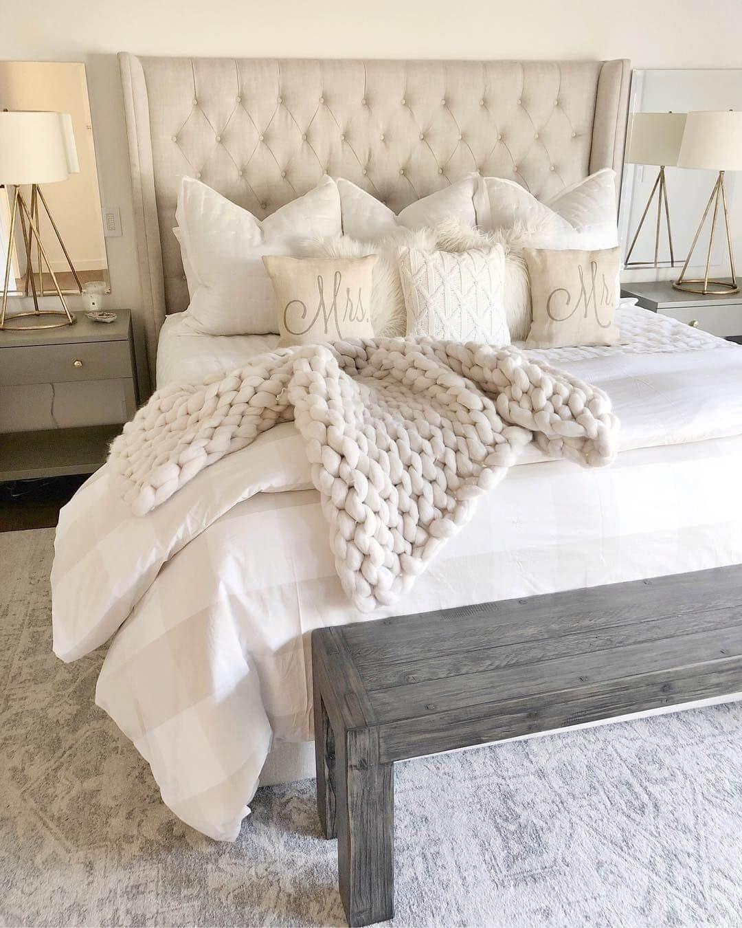 25 Inviting And Cozy Farmhouse Bedroom (The Visual Treats) - A17