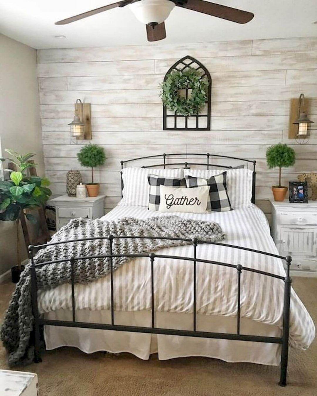 25 Inviting And Cozy Farmhouse Bedroom (The Visual Treats) - A21