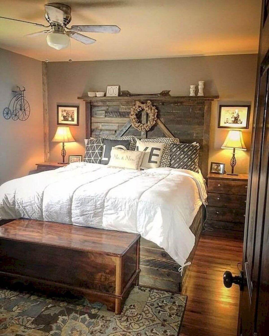 25 Inviting And Cozy Farmhouse Bedroom (The Visual Treats) - A23