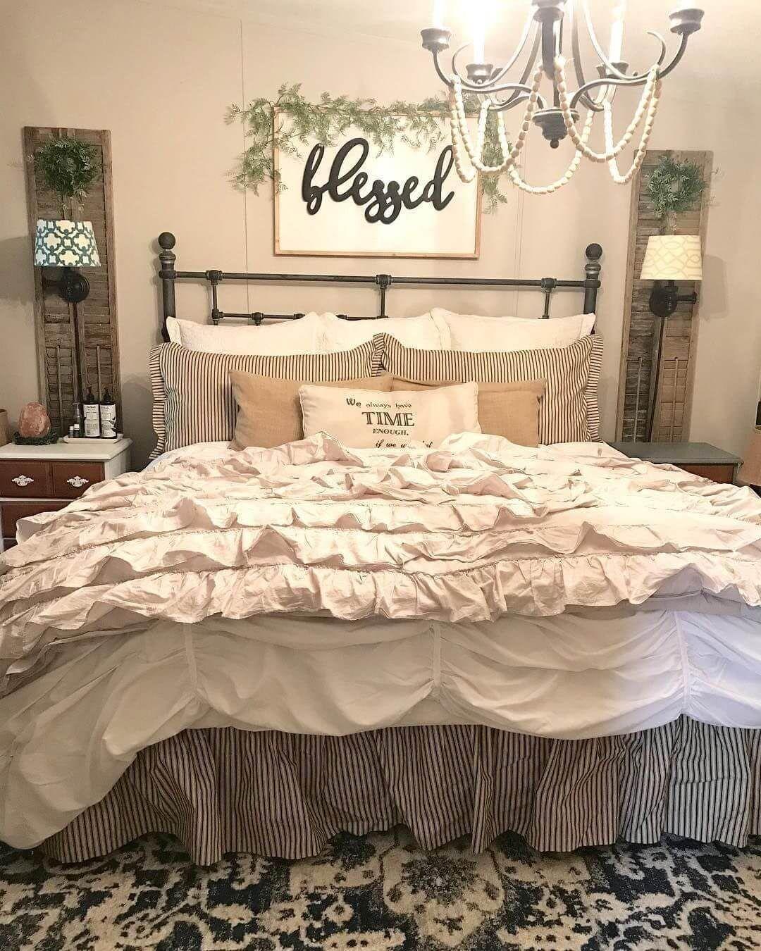 25 Inviting And Cozy Farmhouse Bedroom (The Visual Treats) - A4