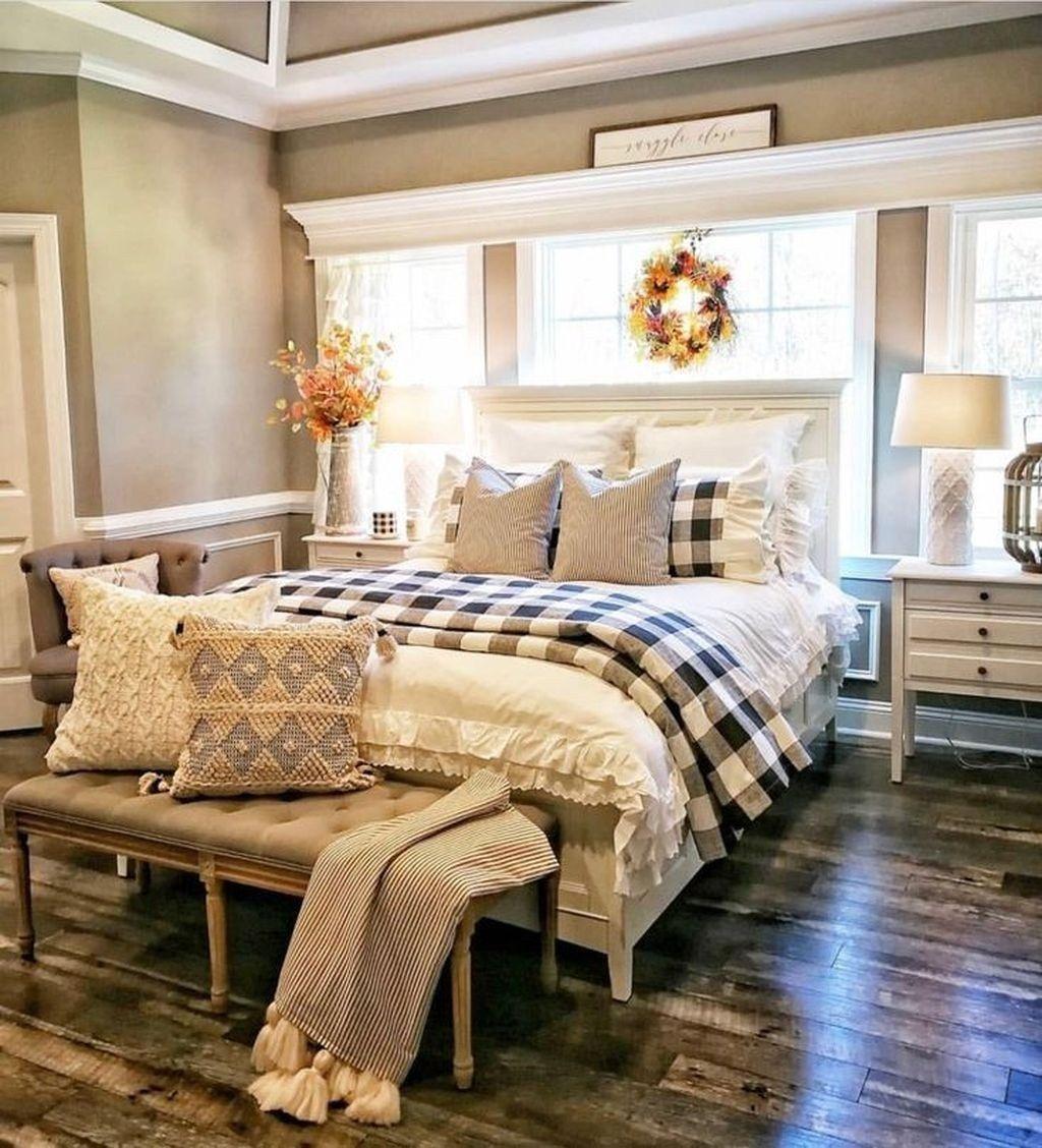 25 Inviting And Cozy Farmhouse Bedroom (The Visual Treats) - A5