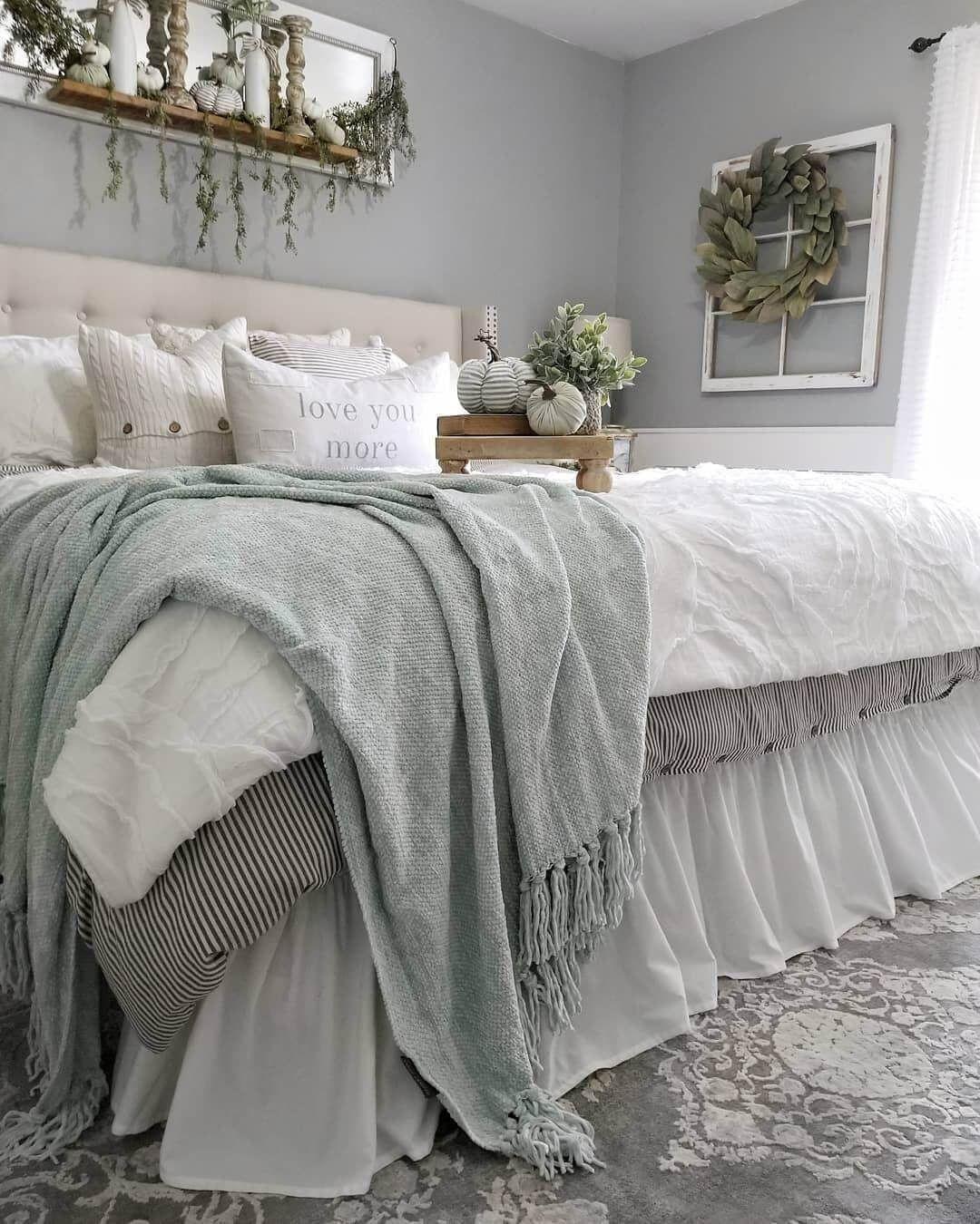 25 Inviting And Cozy Farmhouse Bedroom (The Visual Treats) - A9