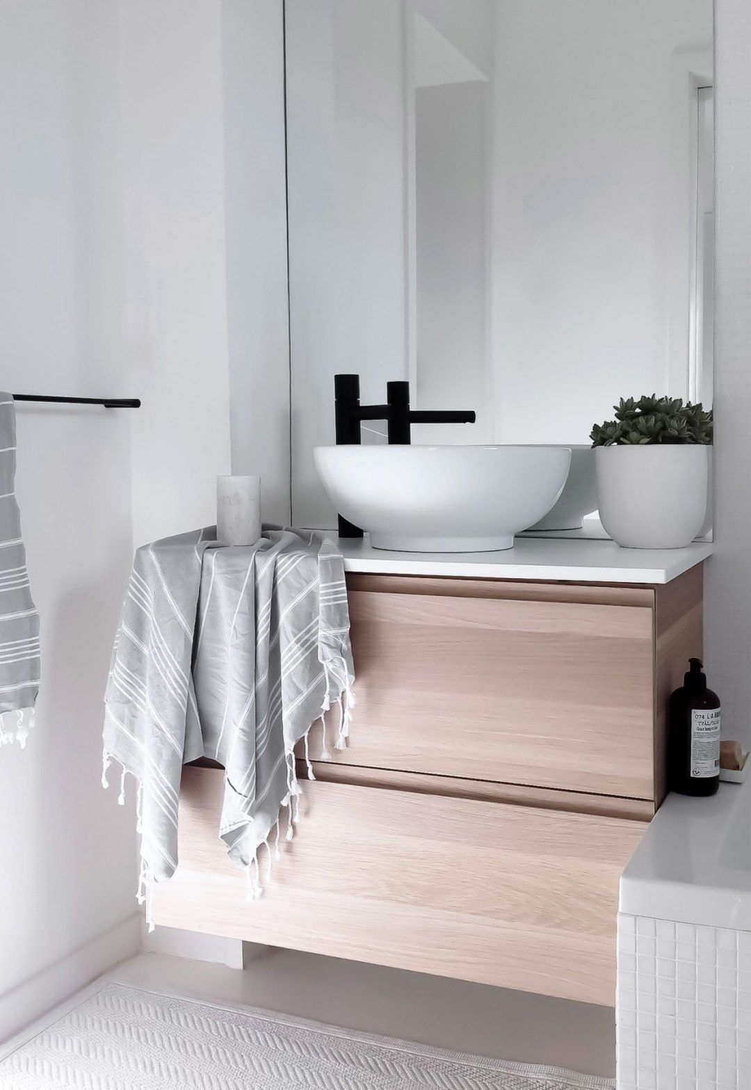25 Tranquil Scandinavian Bathroom Decor To Get Rid Of Daily Stress - N12