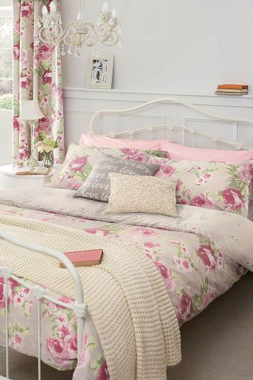 25 Fashionable Shabby Chic Bedroom (All Are Stylish!) - Q12