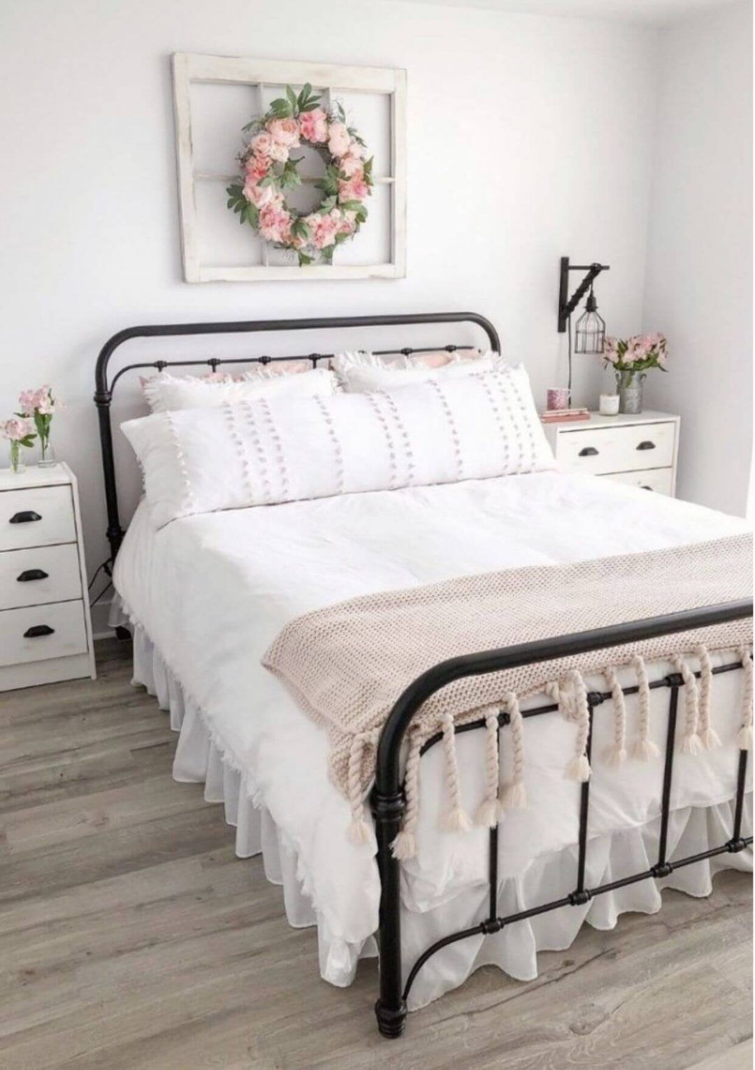25 Fashionable Shabby Chic Bedroom (All Are Stylish!) - Q13
