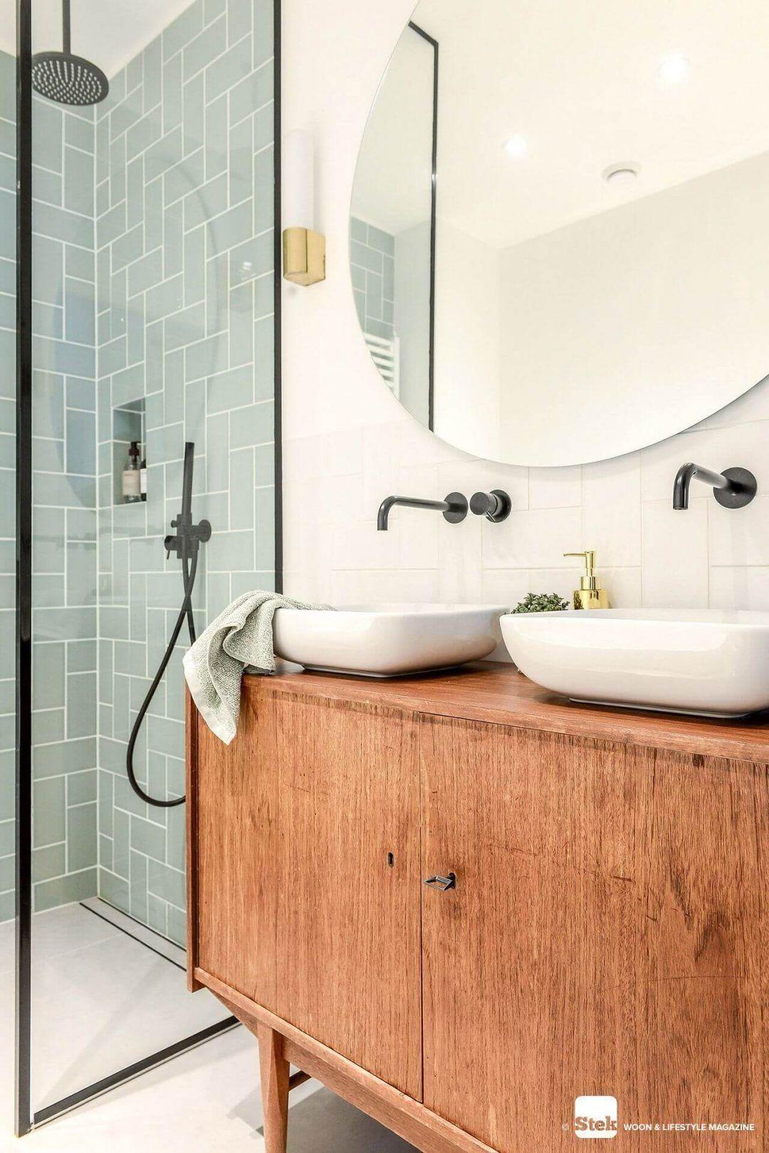 25 Eccentric Designs For Mid Century Modern Bathroom -